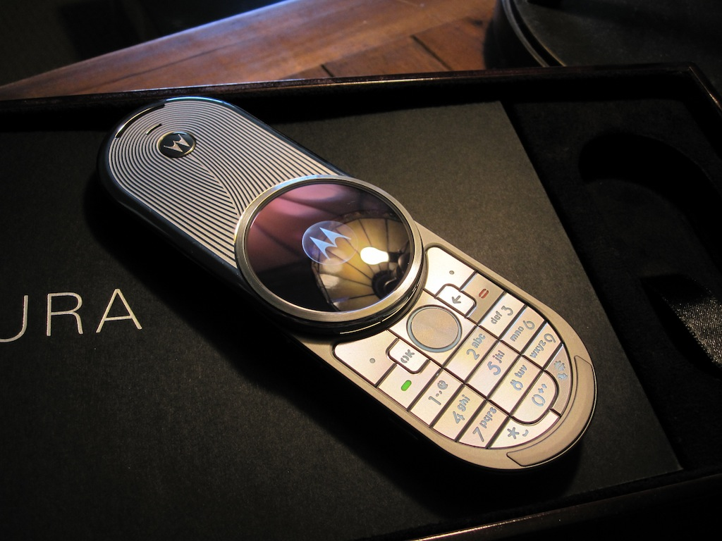 Motorola Aura R1
